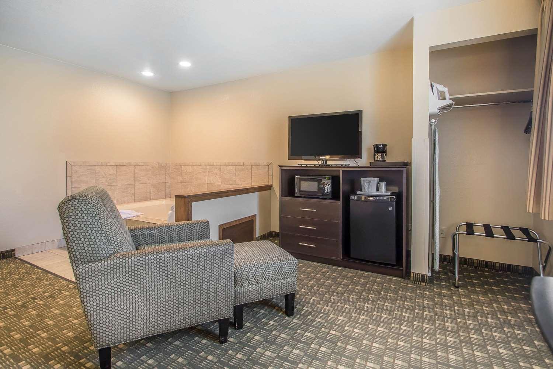 Suite - Quality Inn & Suites Decorah