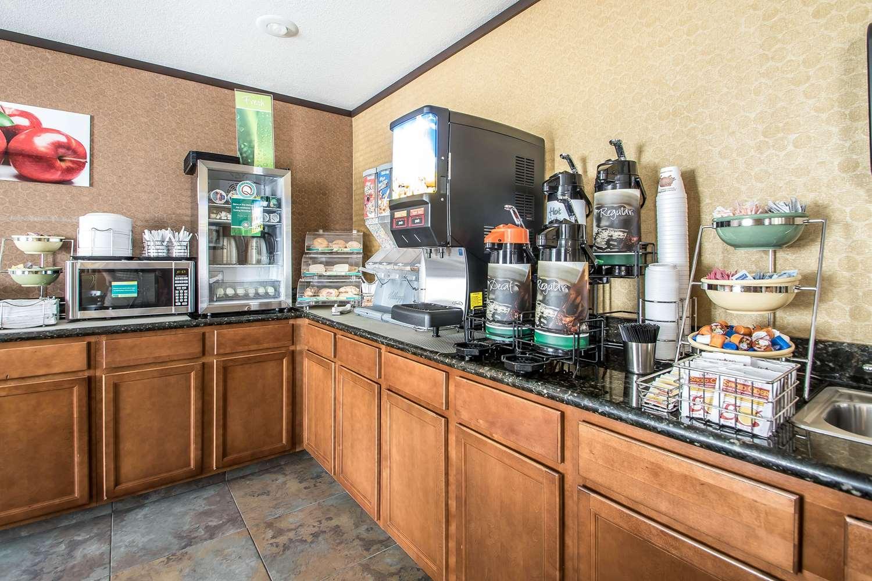 Restaurant - Quality Inn & Suites Decorah