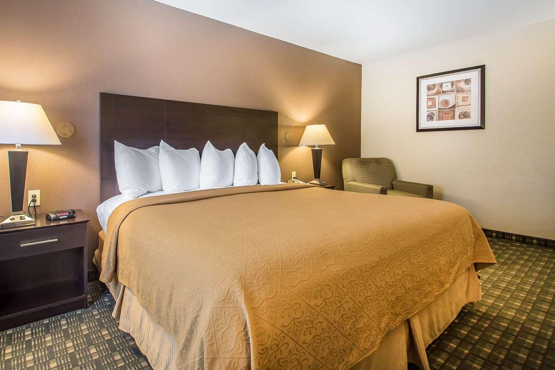 Room - Quality Inn & Suites Decorah