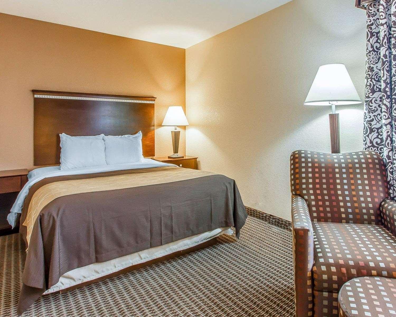 Suite - Quality Inn & Suites Mt Pleasant