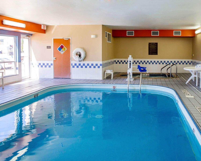 Pool - Comfort Inn & Suites Coralville
