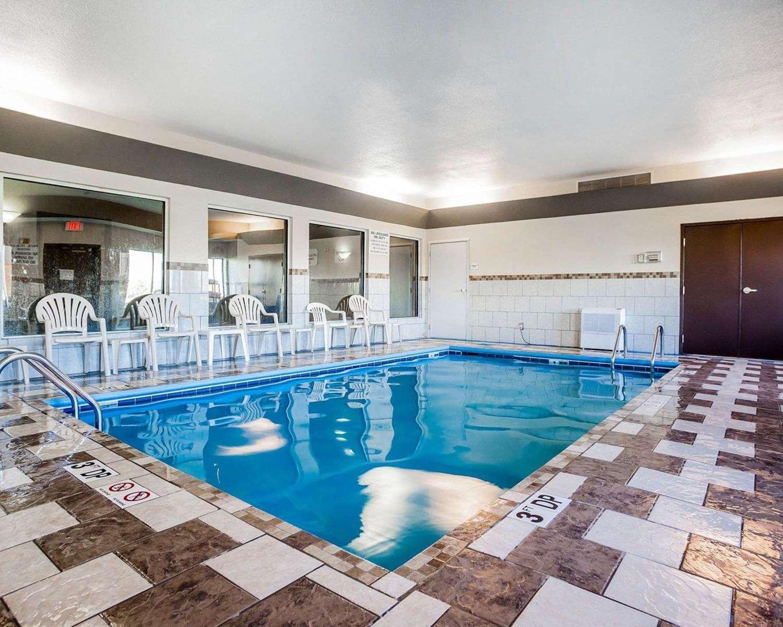 Pool - Quality Inn & Suites Altoona