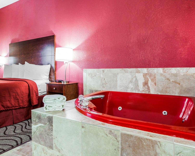 Room - Quality Inn & Suites Altoona