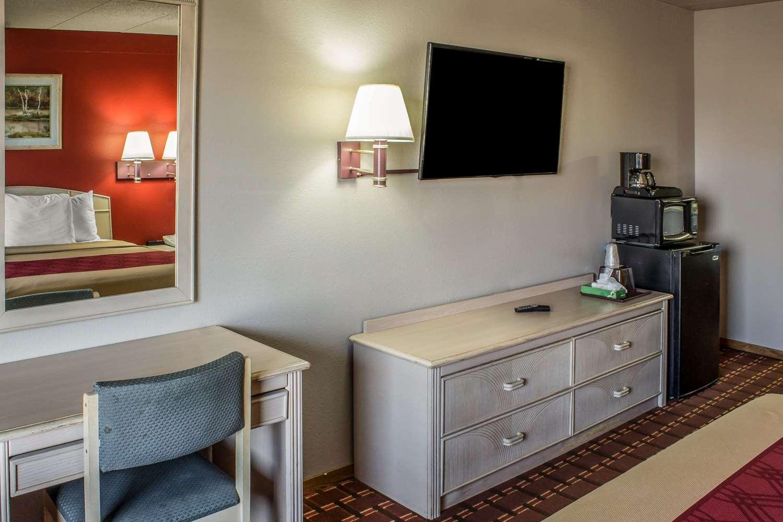 Room - Econo Lodge Spencer
