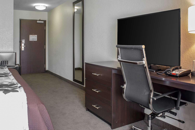 Room - Sleep Inn & Suites Fort Dodge