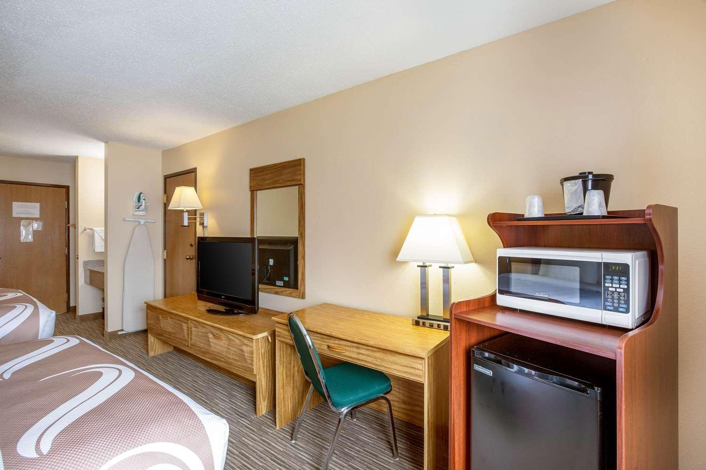 Room - Quality Inn Storm Lake