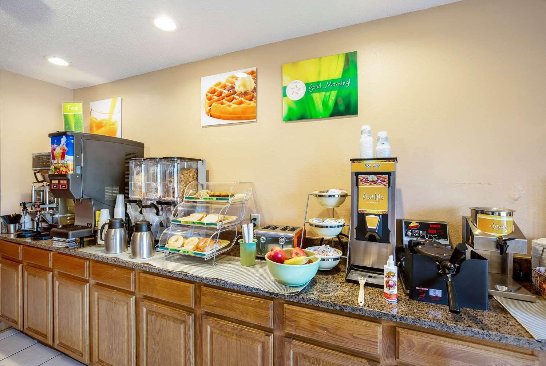 Restaurant - Quality Inn Storm Lake