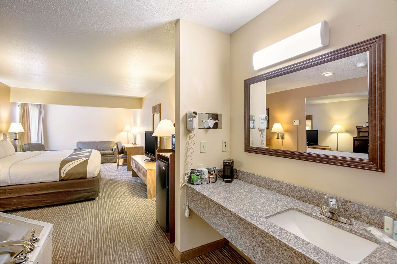 Suite - Quality Inn Storm Lake