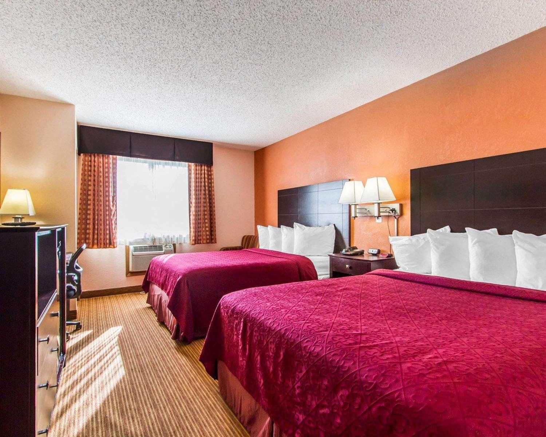 Room - Quality Inn & Suites Ottumwa