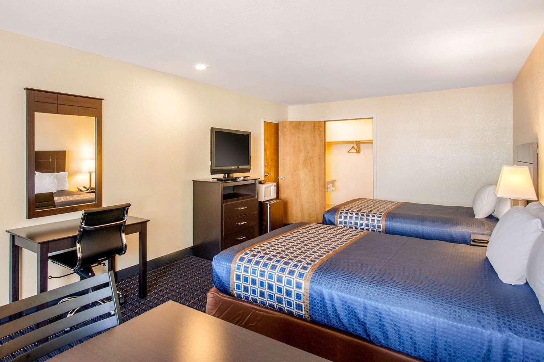 Room - Rodeway Inn Coeur d'Alene