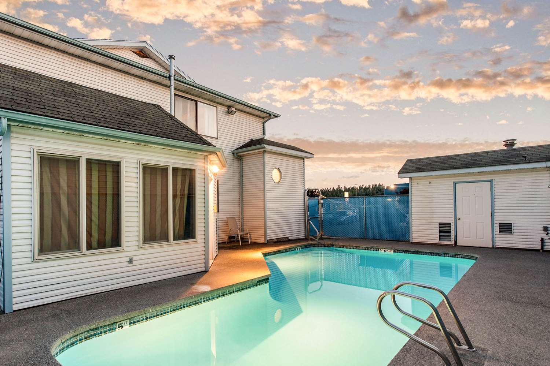 Pool - Rodeway Inn Coeur d'Alene