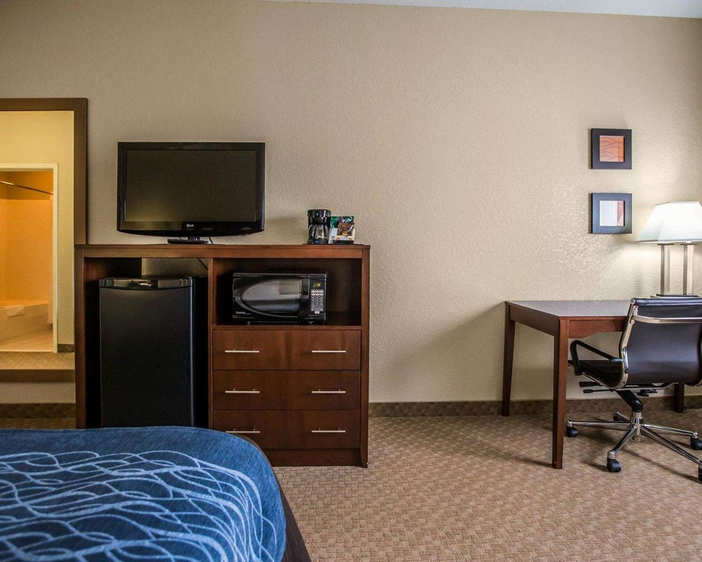 Room - Quality Inn & Suites Dixon