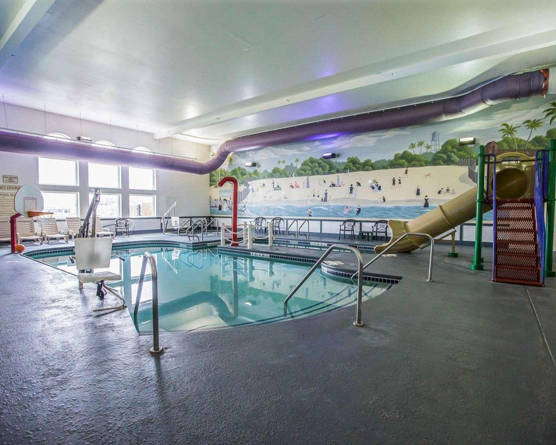 Pool - Quality Inn & Suites Dixon