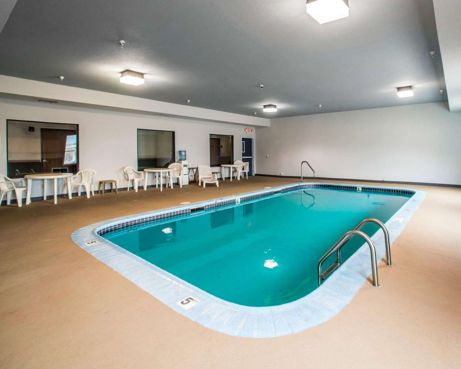 Pool - Quality Inn & Suites Caseyville