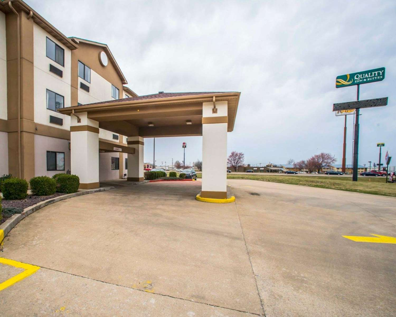 Exterior view - Quality Inn & Suites Caseyville