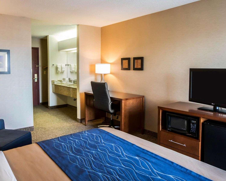 Room - Comfort Inn Crystal Lake