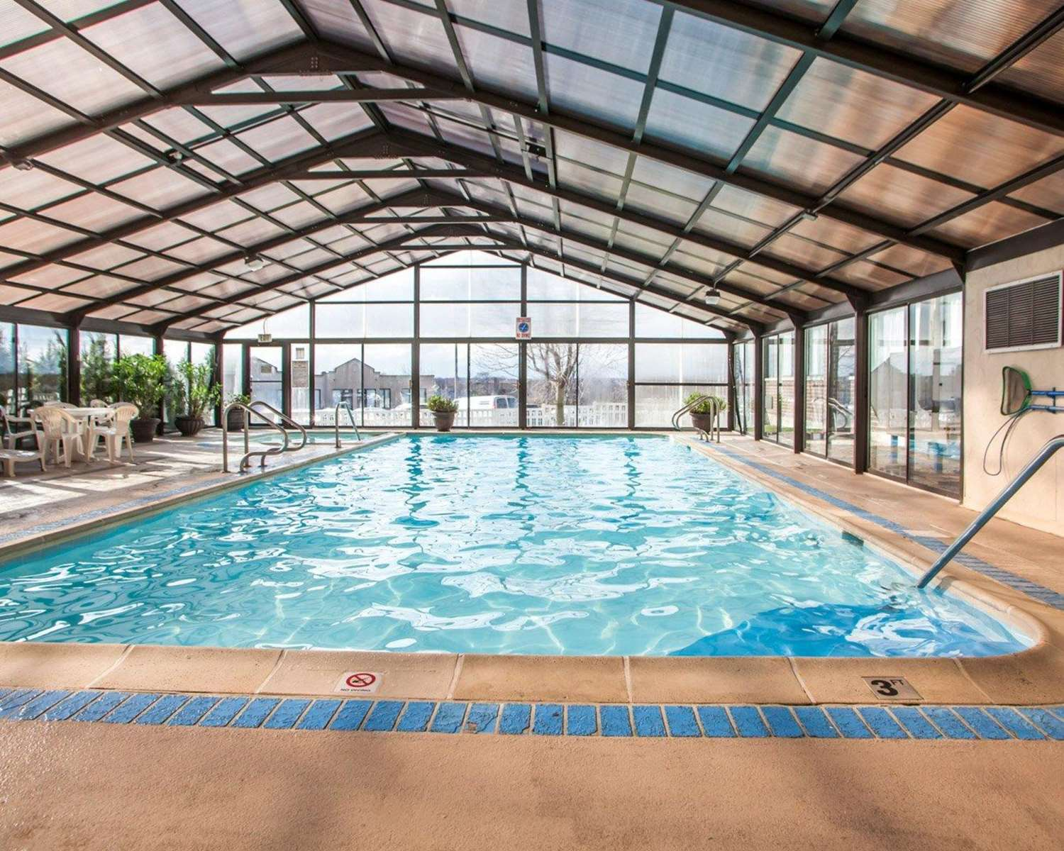 Pool - Quality Inn & Suites Orland Park