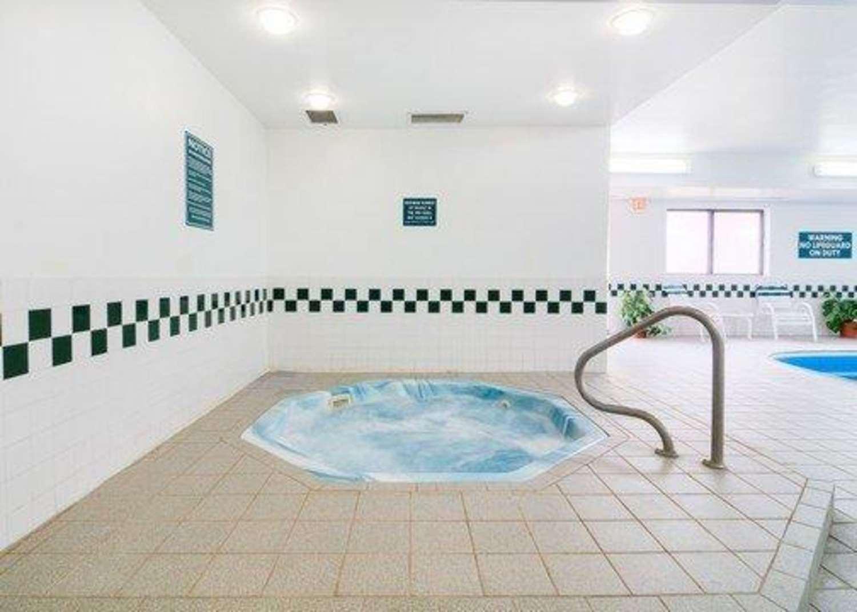 Pool - Comfort Inn Morris