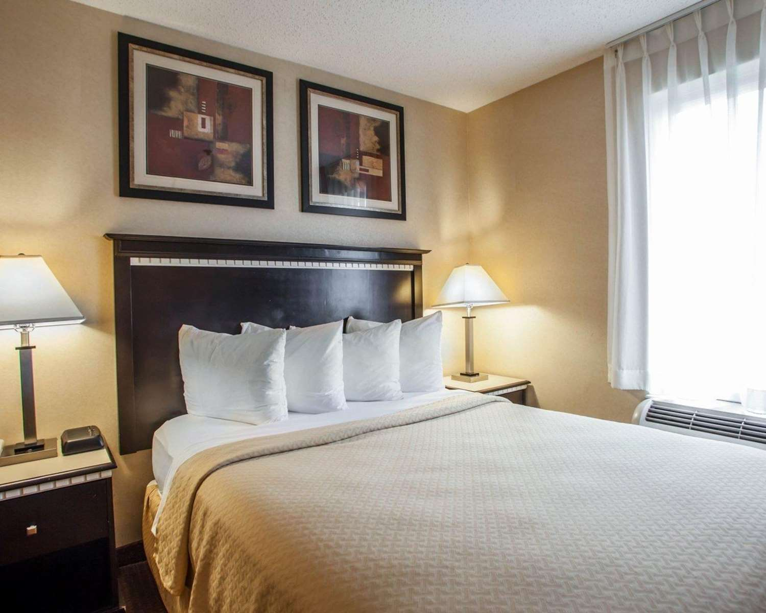 Suite - Quality Inn Aurora