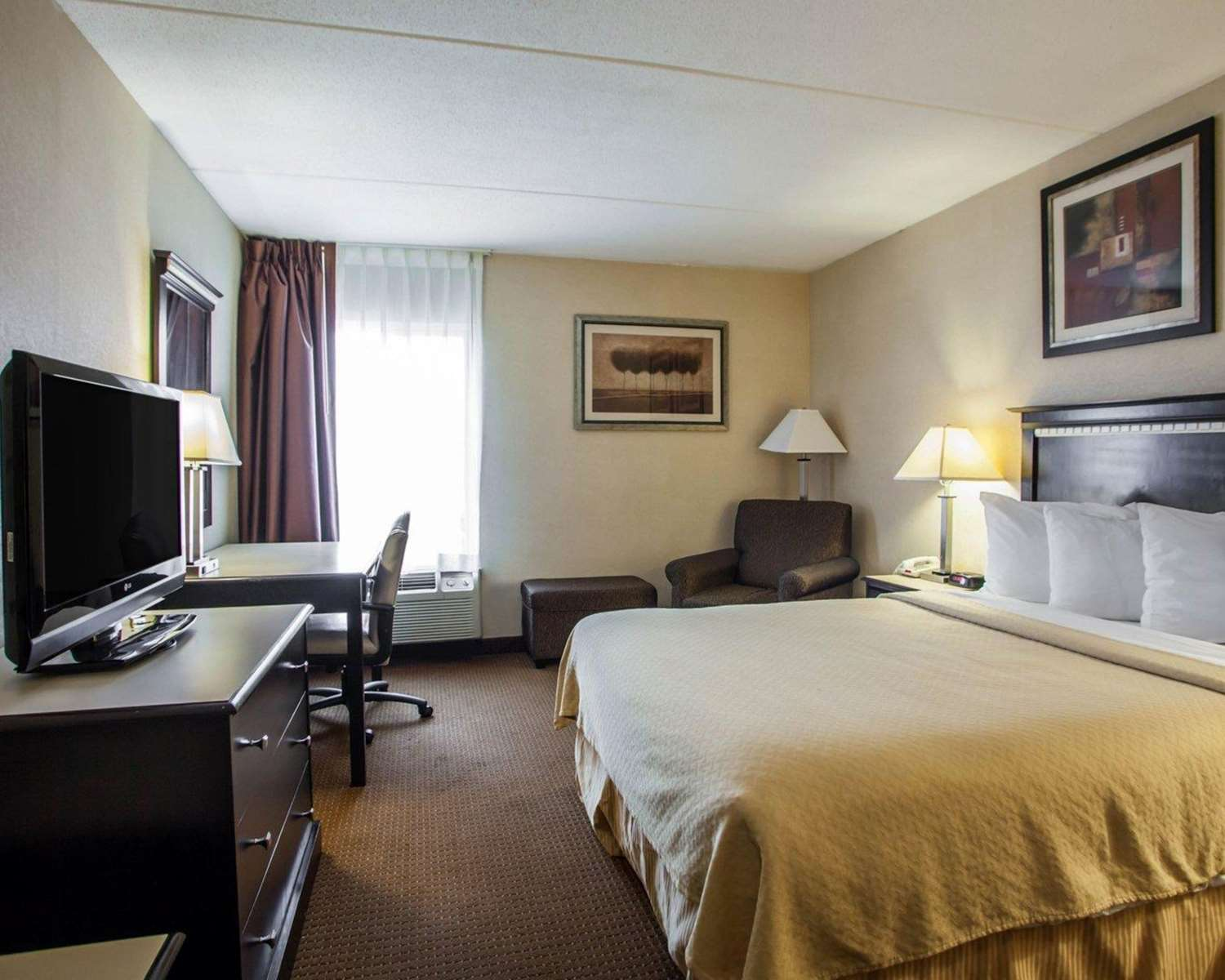 Room - Quality Inn Aurora