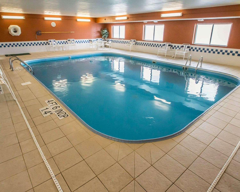 Pool - Quality Inn & Suites South Joliet