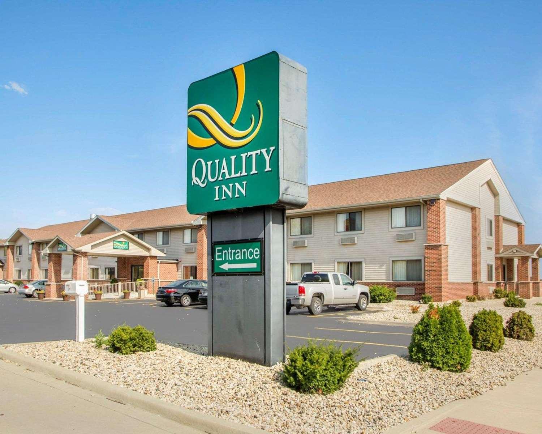 Exterior view - Quality Inn Ottawa