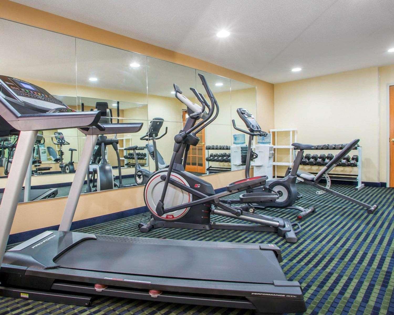 Fitness/ Exercise Room - Quality Inn Ottawa