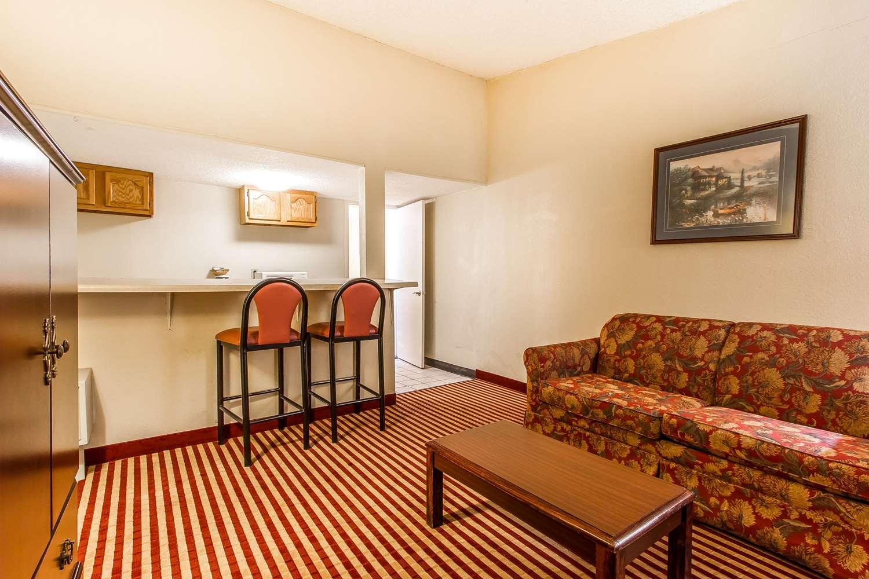 Econo Lodge Inn & Suites Bloomington, IL - See Discounts