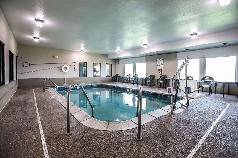 Pool - Quality Inn & Suites Mendota