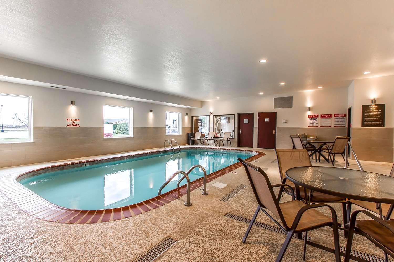 Pool - Comfort Suites Mattoon