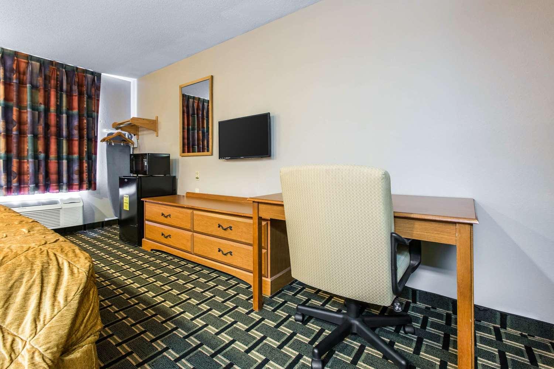 Room - Econo Lodge Inn & Suites Peoria