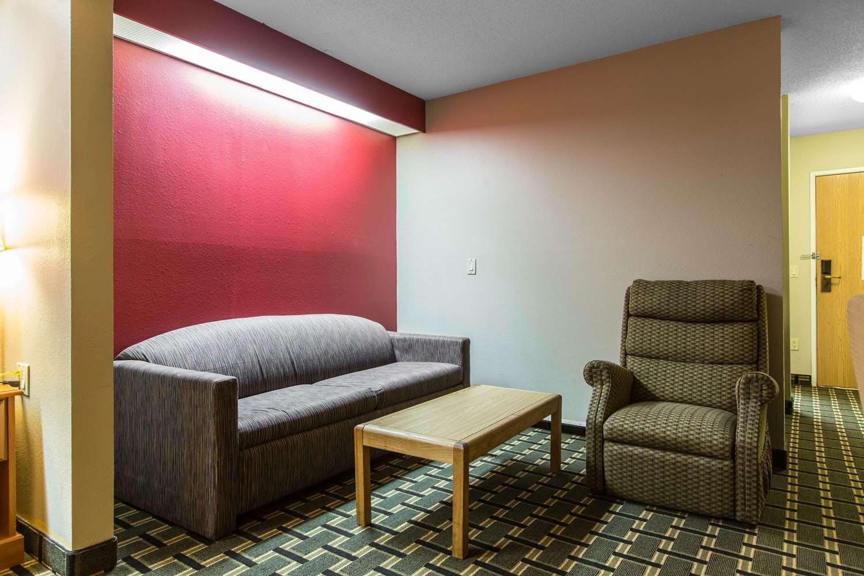 Suite - Econo Lodge Inn & Suites Peoria