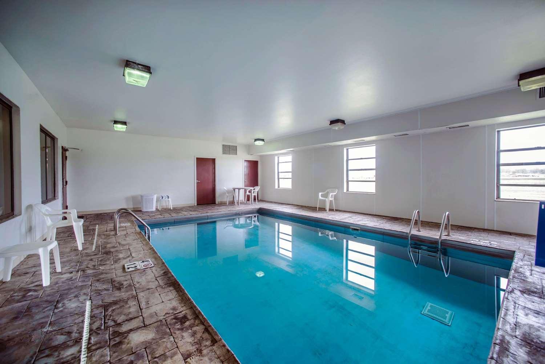 Pool - Quality Inn Harrisburg