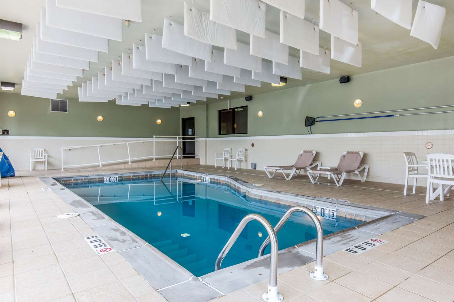 Pool - Comfort Suites Fairview Heights