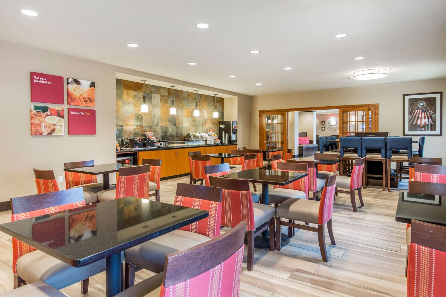 Restaurant - Comfort Suites Fairview Heights