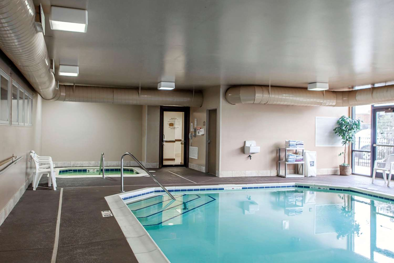 Pool - Comfort Suites Elgin