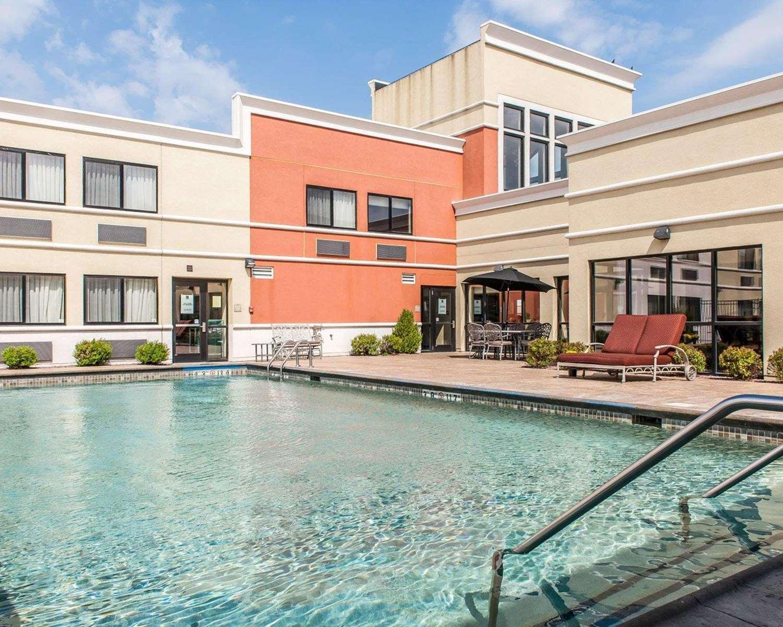 Pool - Quality Inn & Suites Mattoon