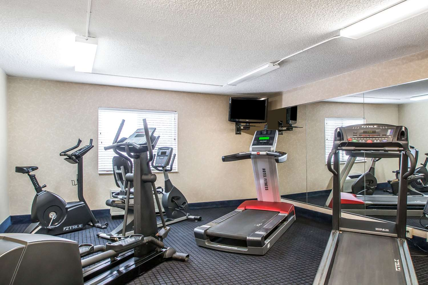 Fitness/ Exercise Room - Quality Inn Morris