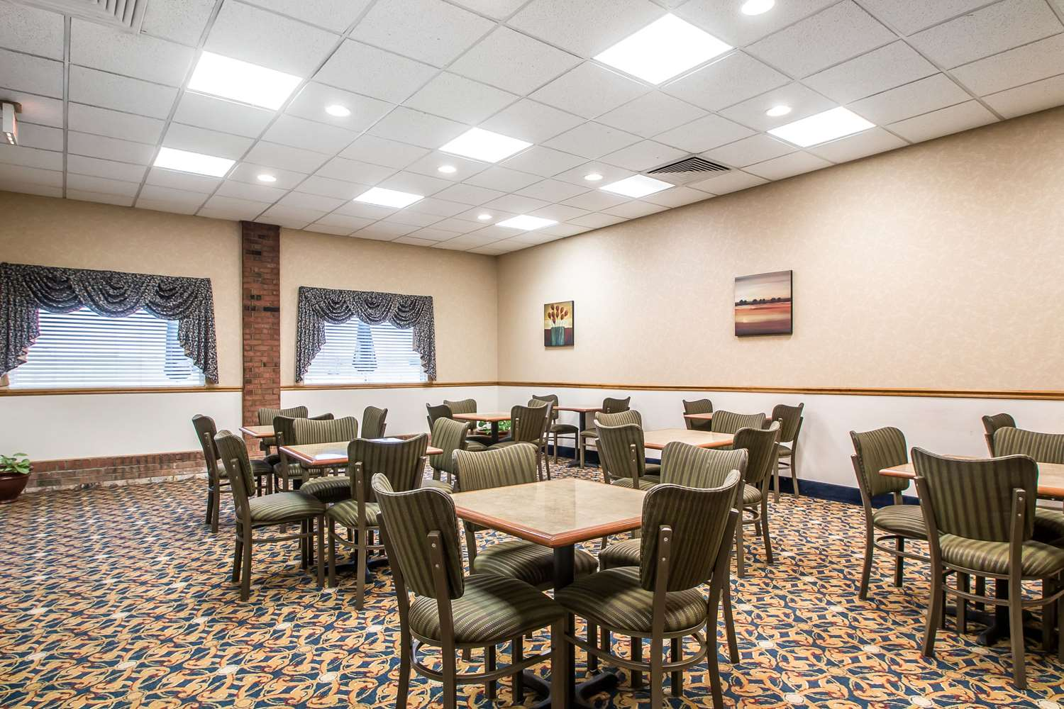 Restaurant - Quality Inn Morris
