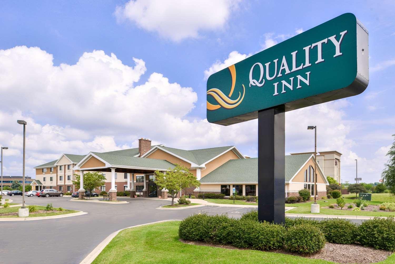 Exterior view - Quality Inn Bolingbrook