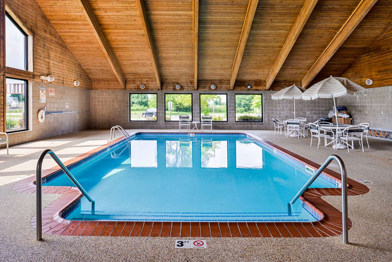 Pool - Quality Inn Bolingbrook