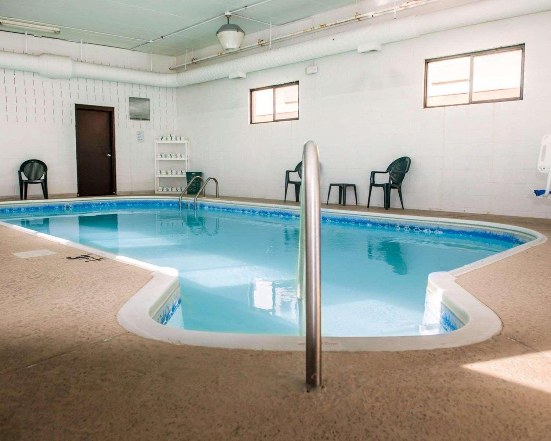 Pool - Econo Lodge University Area Urbana