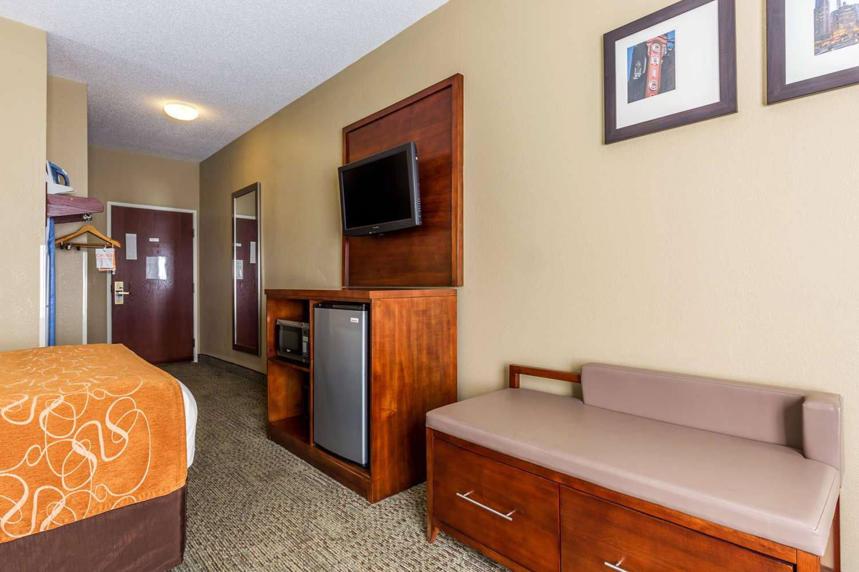 Room - Comfort Suites Lansing