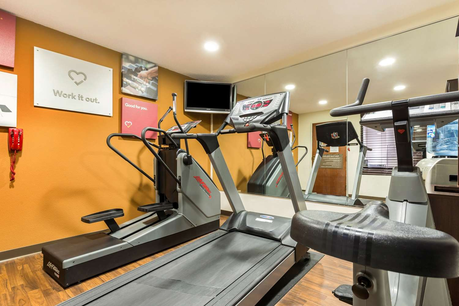Fitness/ Exercise Room - Comfort Suites Lansing