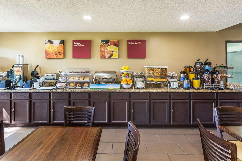 Restaurant - Comfort Suites Lansing
