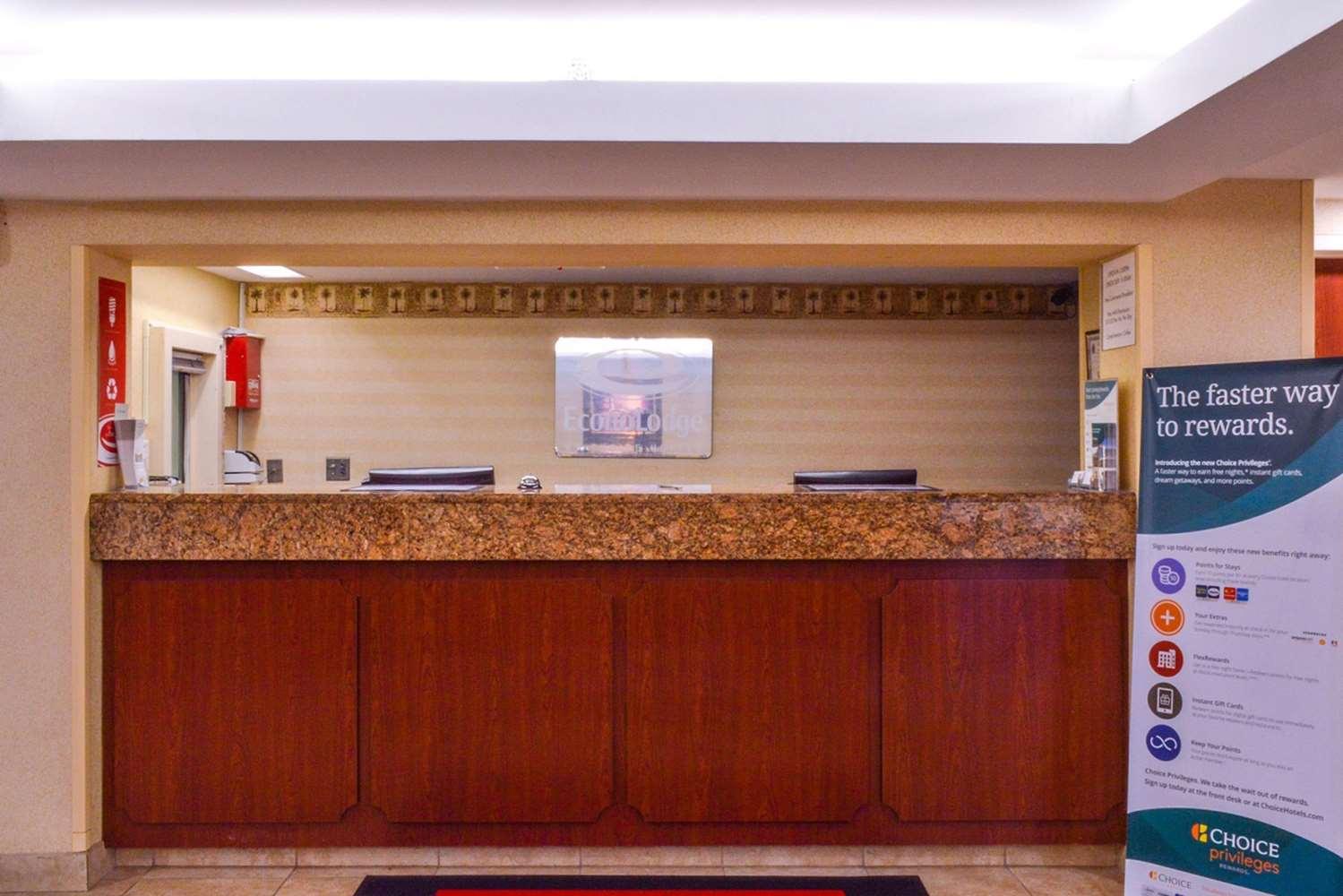 Lobby - Econo Lodge Willowbrook