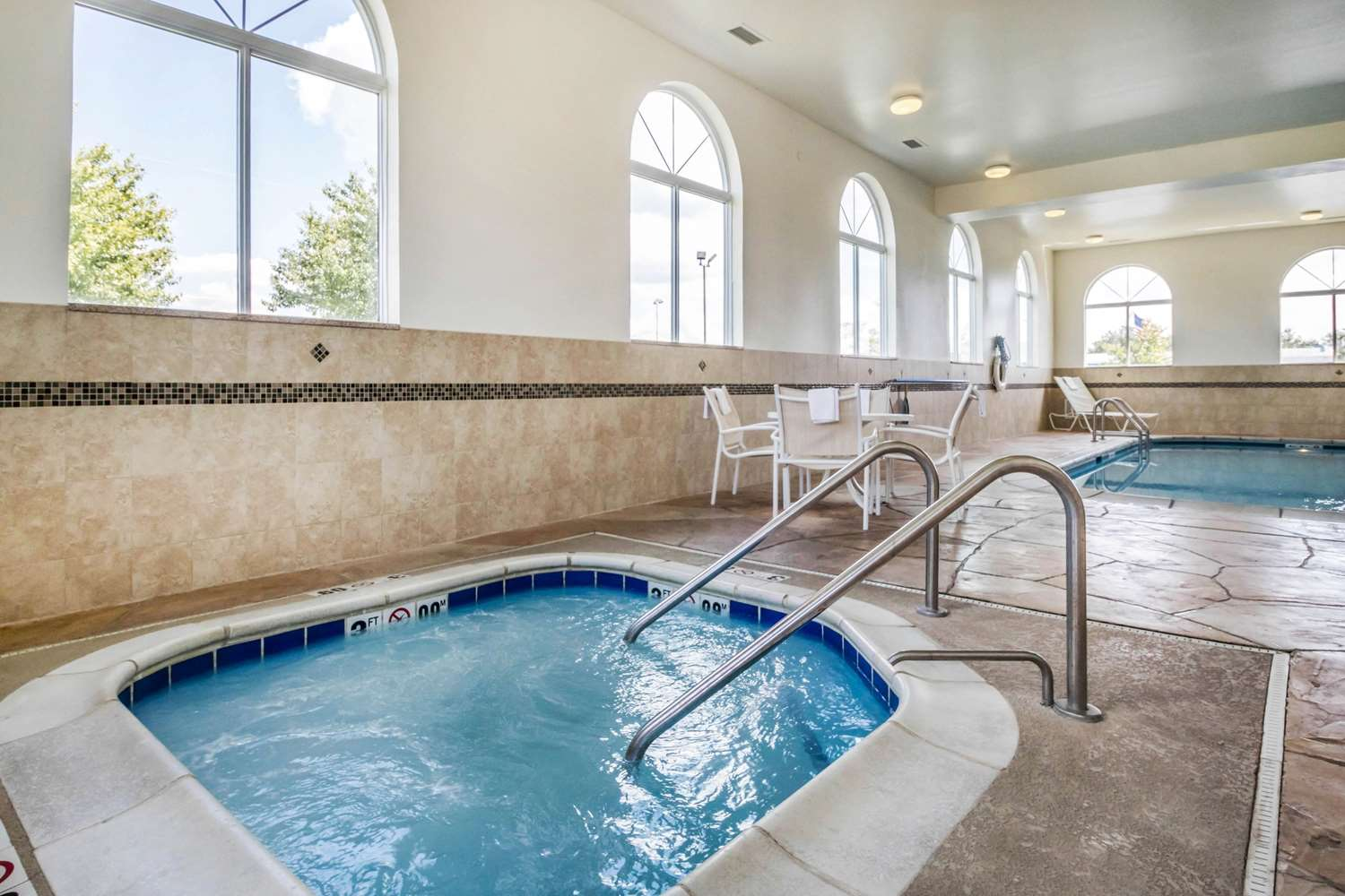 Pool - Comfort Inn Ottawa