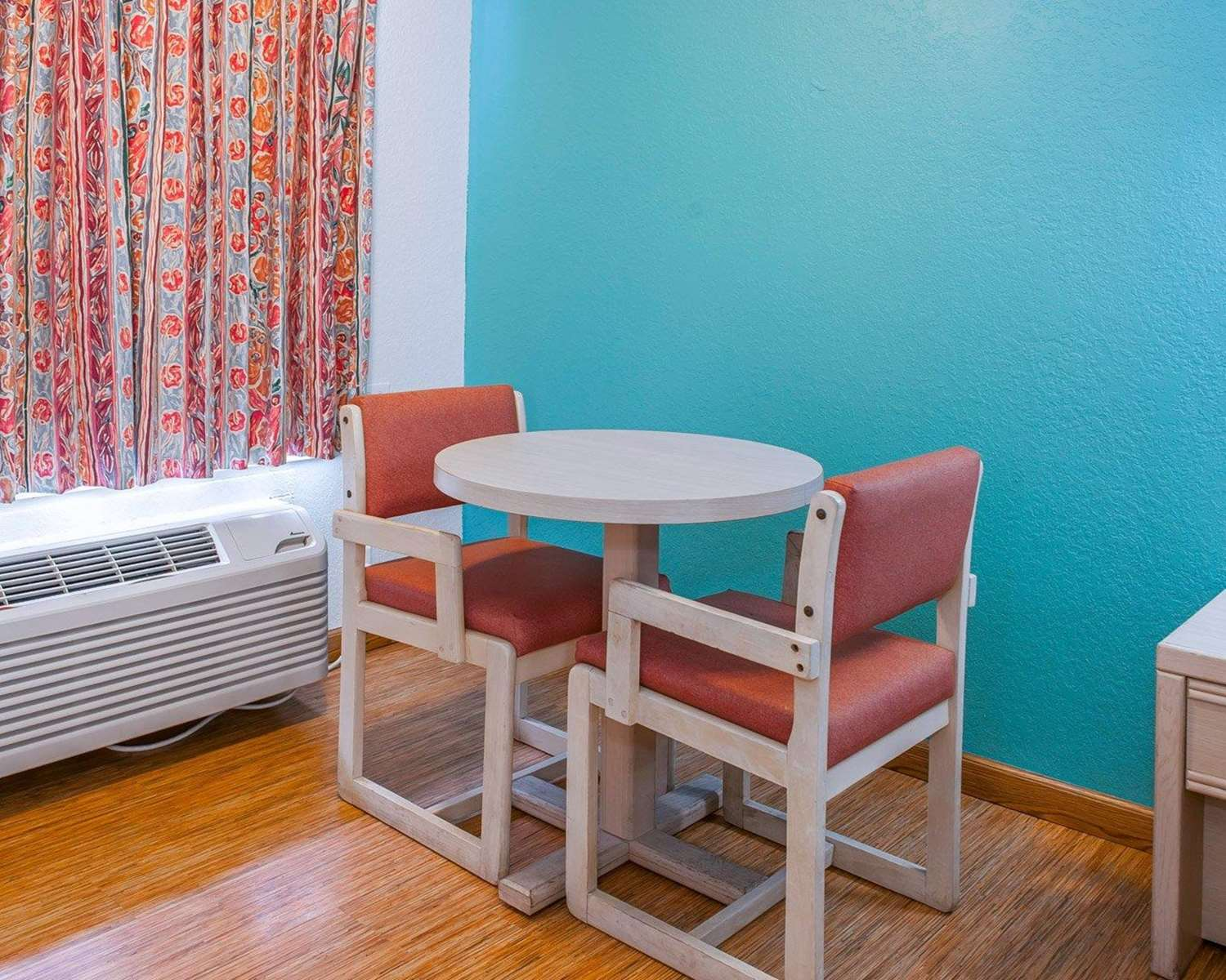 Guest room with table and chairs