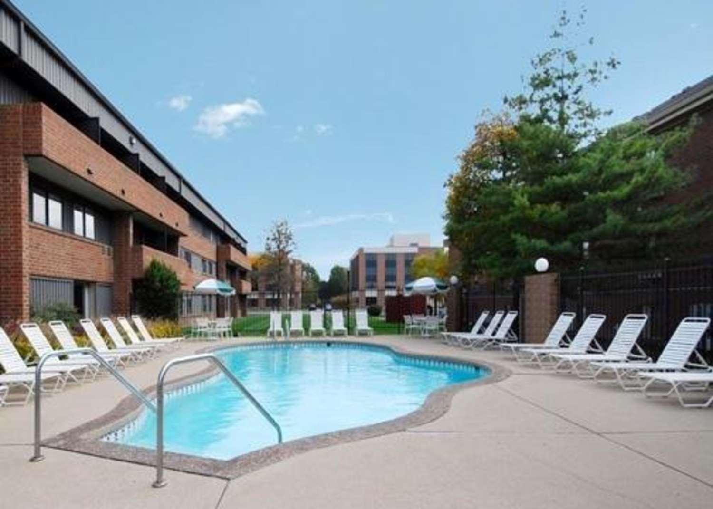 Pool - Comfort Inn & Suites North Indianapolis
