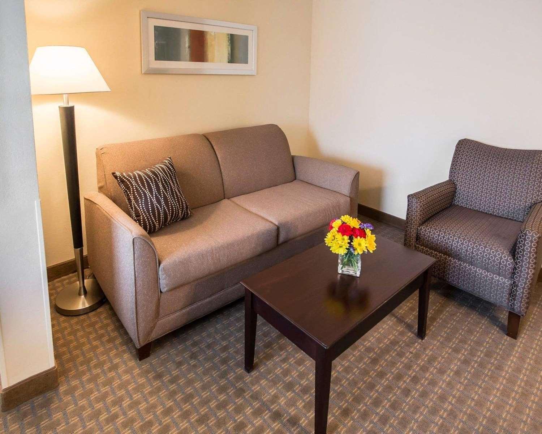 Room - Comfort Suites Notre Dame University South Bend